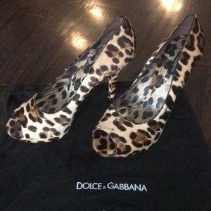 Dolce & Gabbana leopard print pony hair pump